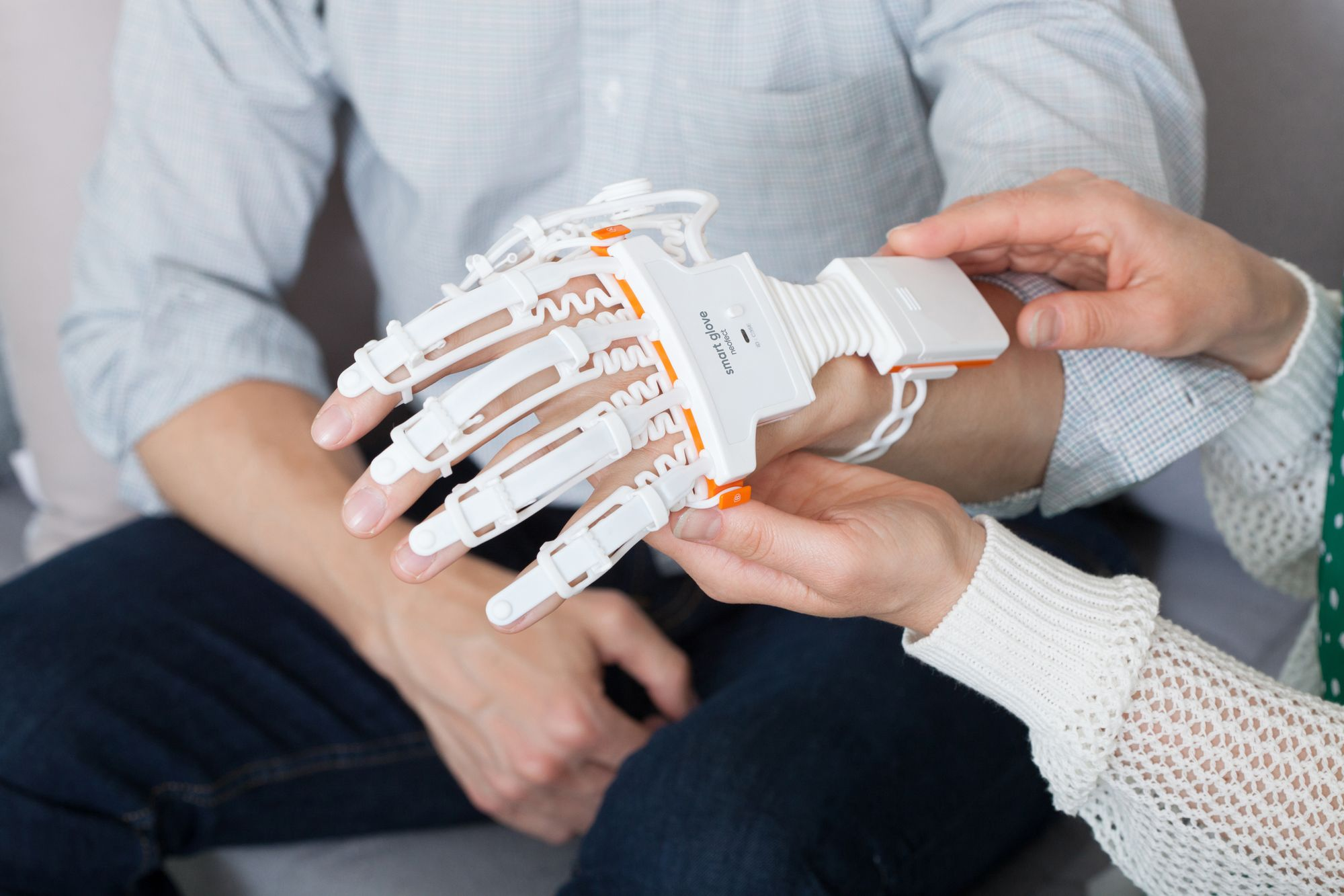 high-tech stroke rehab product-Neofect Smart Glove