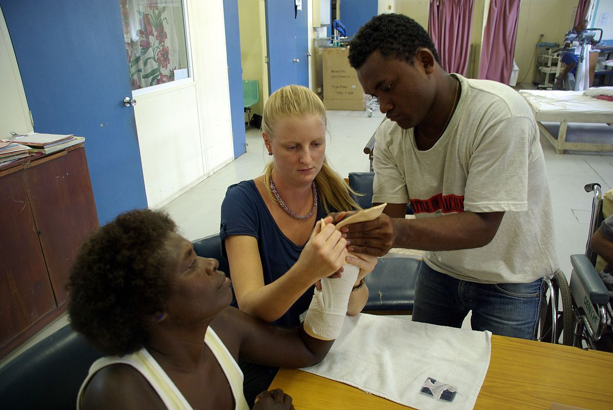 hand therapist making a splint for a patient